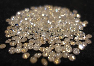You will see a wide variety of diamonds and diamon jewelry on he Cape Town Diamond Tour